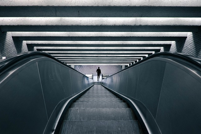 escalator-828621_640