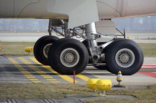 main-landing-gear-1456716_640