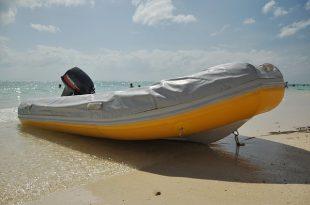 motorboat-390106_640