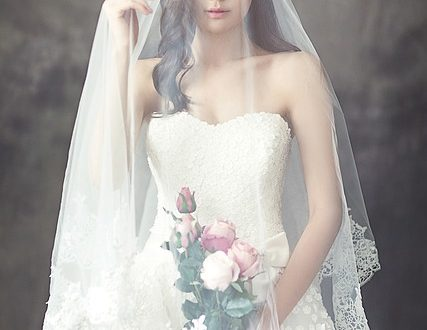 wedding-dresses-1486260_640